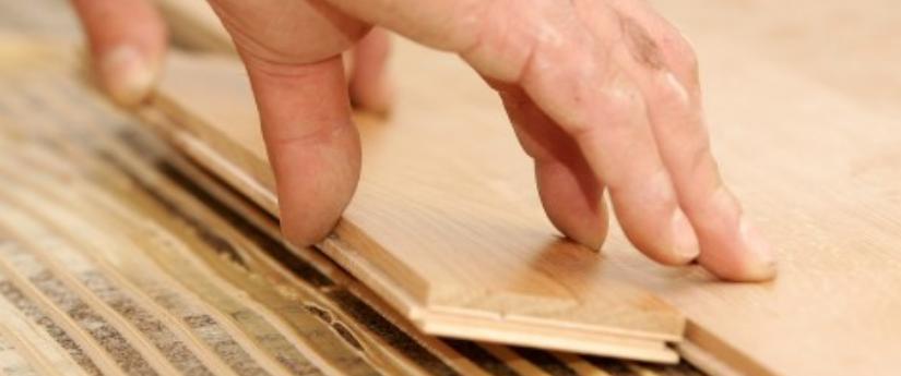 usando pegamento de madera