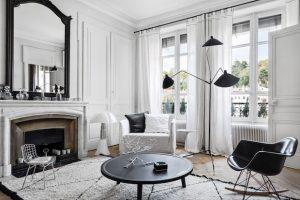 interior gris con negro