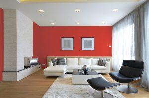 sala beige con rojo