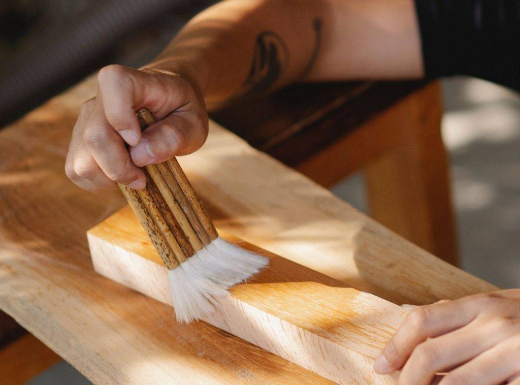 barniz tradicional-y-el-poliuretano