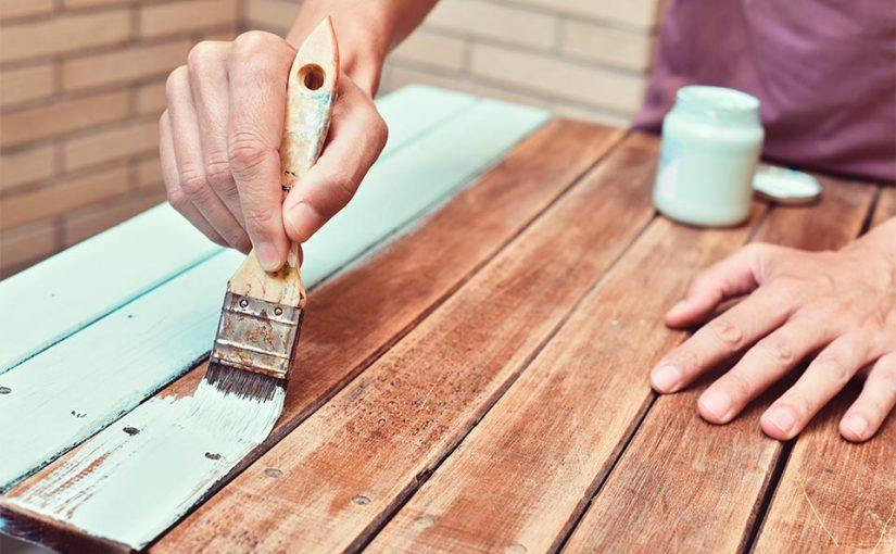 Cómo pintar un mueble de madera sin lijarlo